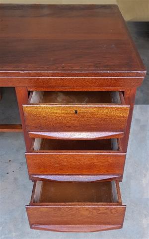 Sapele Mahogany 6 Drawer Desk - Excellent Condition