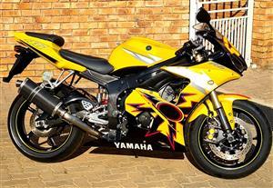 05 Yamaha R6 Rossi Day/Night Edition