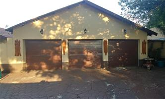 3 Bedroom House and a flat for sale in Pretoria Gardens
