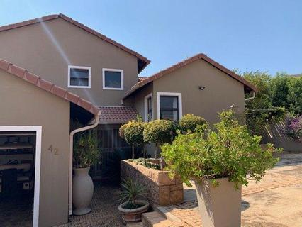 Beautiful 3 storey, 3 bedroom house, fully furnished with golf cart. for sale  Hartbeespoort