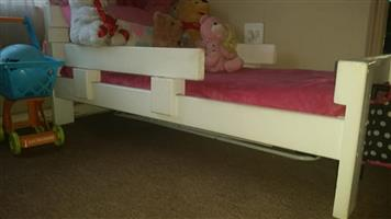 Toddler wooden bed with Matris