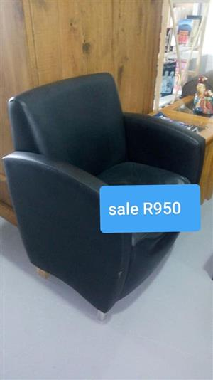 Black leather 1 seater waiting chair