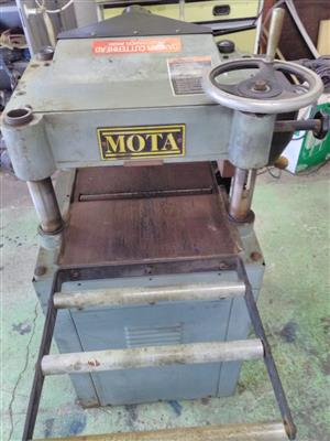 Plainer 15 inch ,needs attention and other long bed plainer,also needs attention