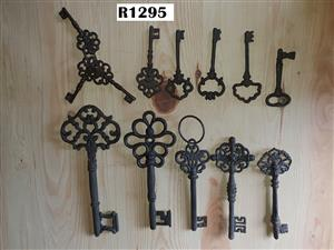 13 x Antique Keys (Collectors Item)