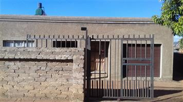 3 BEDROOMS FOR SALE MABOPANE BLOCK V NEXT TO ODI HOSPITAL CALL QUINTON @ 0723325794 / 076081357 FOR MORE iNFO