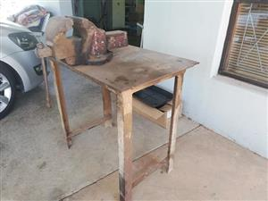 Work table with no6 vise