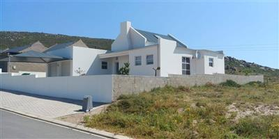 Modern Three Bedroom House For Sale in Harbour Lights