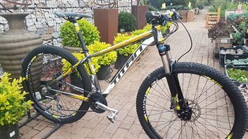 Titan Trail 650B Small Bicycle