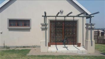 Spacious 3 bedroom townhouse in secure estate to rent