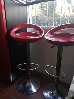 2 Adjustable bar stools