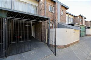 What a place to stay! Centrally located in Silverton just one block North of Pretoria Road.