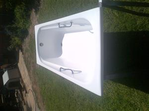 Bath used in very good condition.