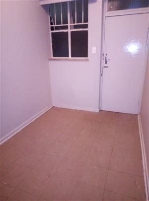 Big 1 bedroom flat to let in