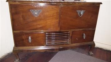 1930/40s MURPHY 244 ball&claw Radio & Turntable