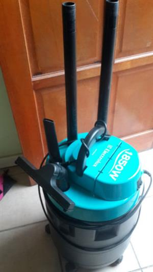 Electrolux aquavax wet and dry vacuum cleaner