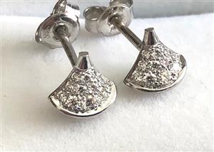 18 CT WHITE GOLD DIAMOND STUD EARRINGS .30 CT