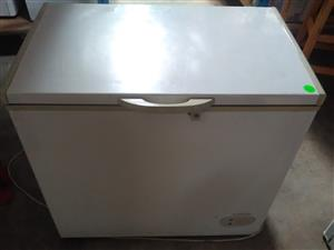 Logik Chest freezer LCF-250  250L