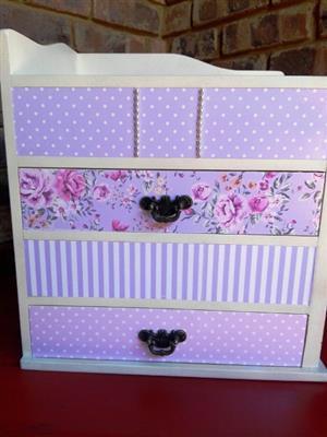 Feminine desk organiser with 4 drawers