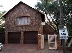 4 BEDROOMS HOUSE FOR SALE R1 500 000.00 THE ORCHARDS CALL QUINTON FOR MORE INFO @ 072 332 5794 / 012 700 0100