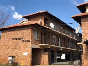 Victoria Close, Kempton Park 44m2 Unit. 2 Bedrooms with build-in cupboards, 1 bathroom, Open plan kitchen / lounge area.