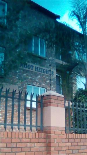 Moot Street (Moot Heights) Neat flat to rent