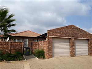 ABSOLUTE BARGAIN! Stand alone townhouse in secure complex
