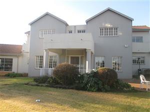 Beautiful 4 Bedroom home + flat to Rent in Raslouw