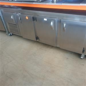 3,5 door under bar counter fridge 2,4m