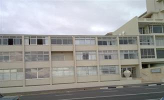 BEACH FRONT FLAT - MOUILLE POINT