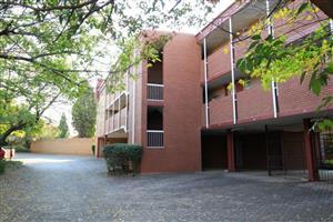 Large 2B1B apartment in complex with beautiful gardens (Zwartkop)