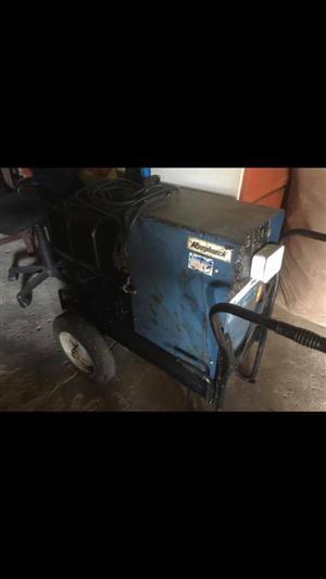 Muller Roughneck welding machine and generator