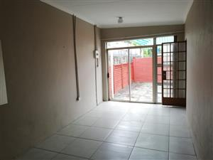Bachelor flat available to rent in Capital Park in safe complex