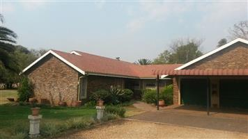 PRIVATE SALE - 6 Bedroom home for sale in Monavoni Centurion on 2 morge plot