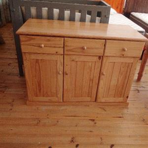 3Door,3Drawer Cabinet