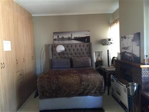 Room to let for single female in kelvin sandton area