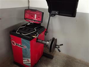 truck tyre balancing machine  used only for 5 wheels