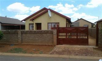 R3700 3bedroom house to rent soshanguve block vv call 0623502807