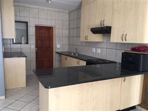 2 BEDS  GROUND FLOOR TOWNHOUSE IN RUITERHOF, 1 SEP!