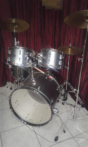 "8 piece ""Stagestar"" acoustic drums for sale"