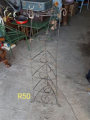 Green planter stand