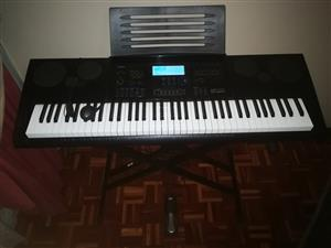 Brilliant piano keyboard