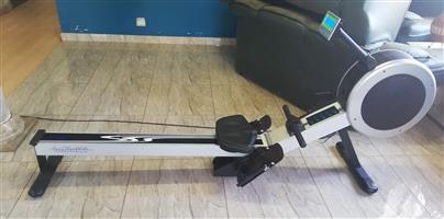 Infiniti R100 Rower