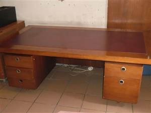 Wooden desk with 5 drawers