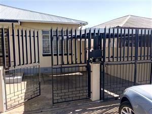 Neat 2 bedroom house available immediately in Bezvalley