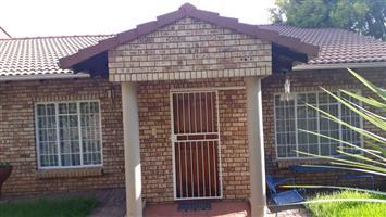 Bloemfontein - 3 Bedroom townhouse for sale - Helicon Heights Bloemfontein