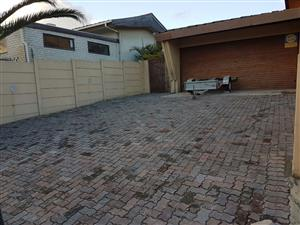 Flatlet available in Parow North