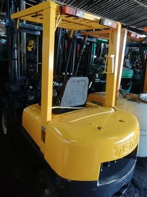 2.5 ton TCM Petrol Forklift 4m Lift with Side Shift Solid Tyres (Approx 2005)