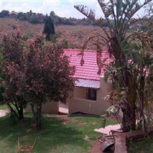 Very private garden cottage in quiet suburb of Krugersdorp
