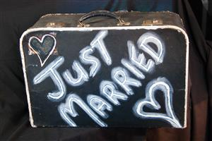 """Just married"" suitcase"