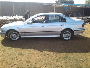 BMW 528 I (E39) ENGINE & MANUAL GEARBOX FOR SALE + BODY PARTS ALSO AVAILABLE FOR THIS SHAPE
